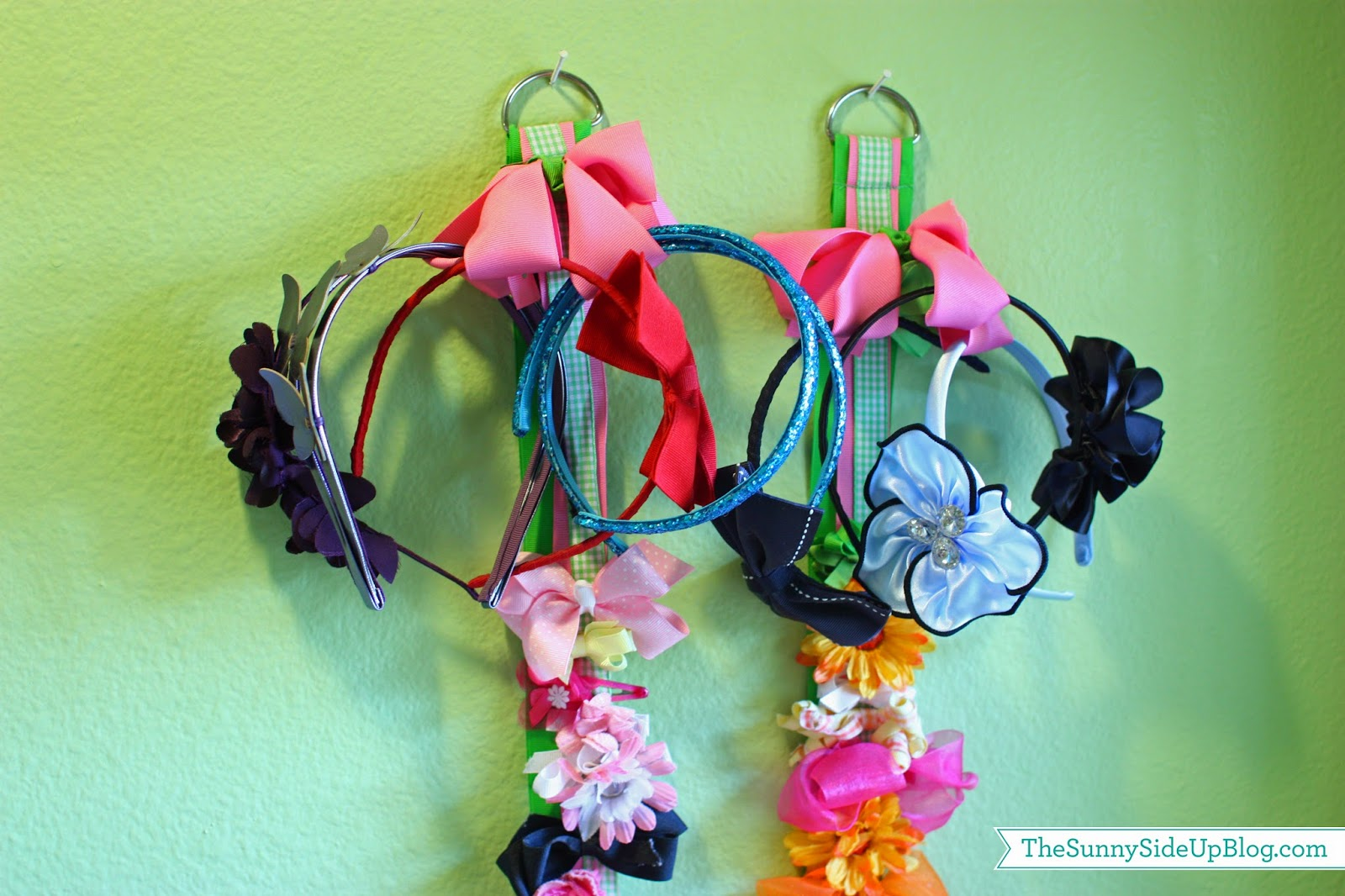 How to organize hair bows - I Just Looped The Headbands Through The Top Large Ribbon Worked Great