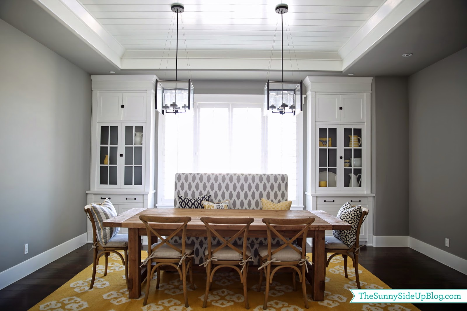 https://www.thesunnysideupblog.com/wp-content/uploads/2014/05/dining-room-with-custom-bench.jpg