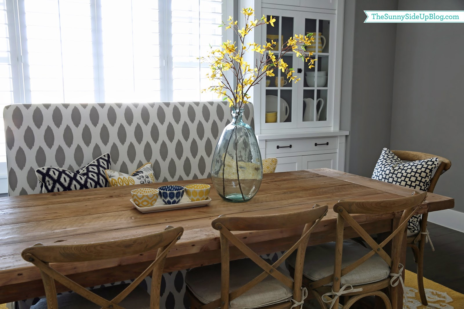 Summer dining table decor the sunny side up blog for How to decorate my dining room table