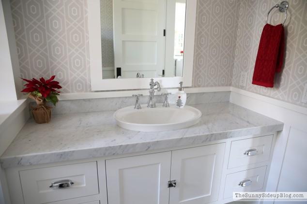 cararra-marble-in-the-powder-bathroom