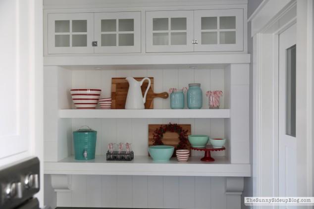 christmas-kitchen-shelf-styling