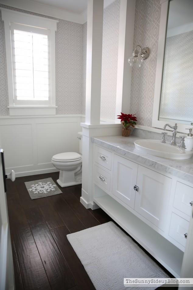 craftsman-molding-in-powder-bathroom
