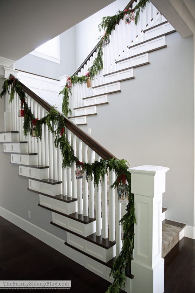 displaying-christmas-cards-on-a-stair-case