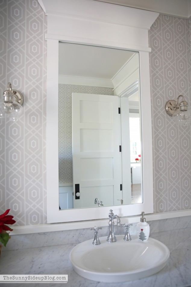 mirror-molding-in-the-powder-bathroom