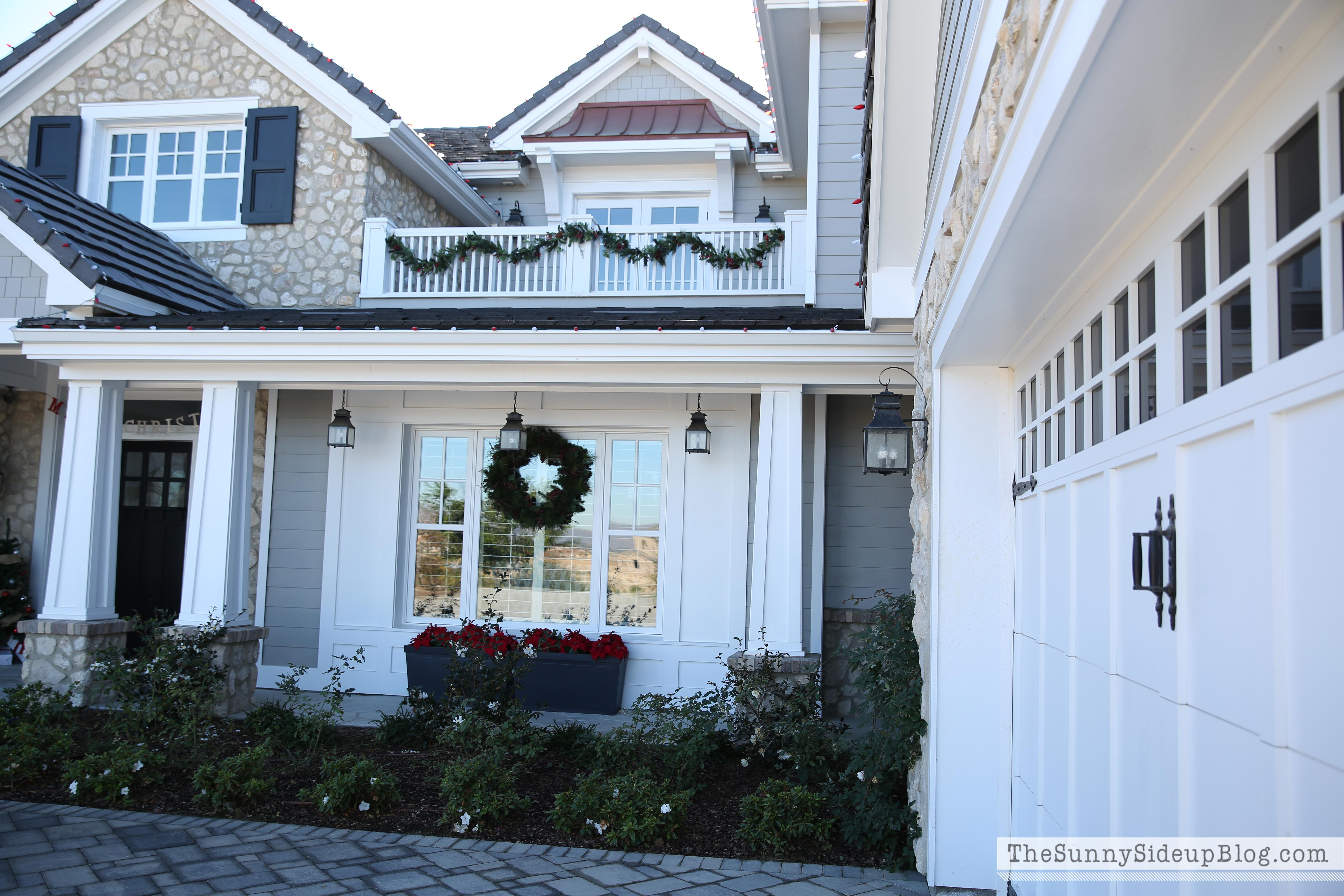 Christmas front porch the sunny side up blog for Craftsman style front porch