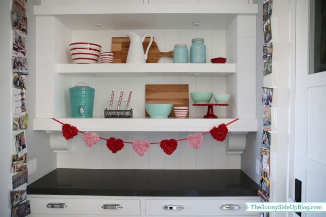 kitchen-shelf-valentines-decor