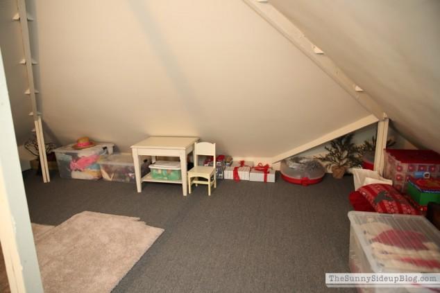 organized attic organized holiday decor_0006