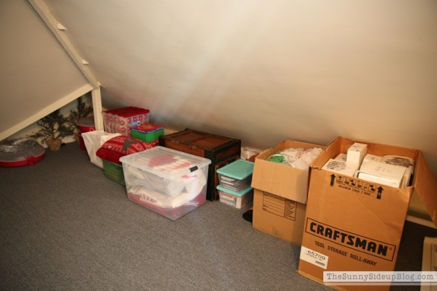 organized attic organized holiday decor_0007