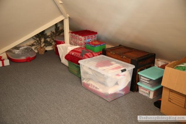 organized attic organized holiday decor_0008