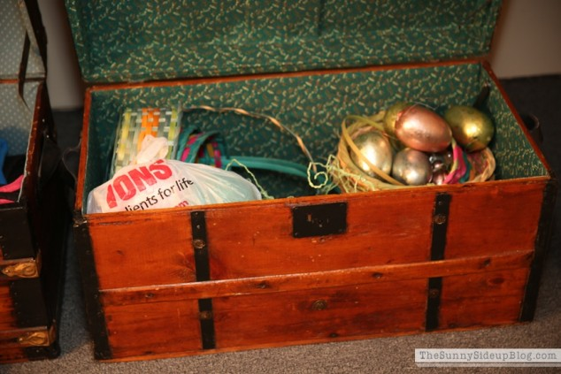 organized attic organized holiday decor_0012