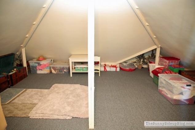 organized attic organized holiday decor_0015