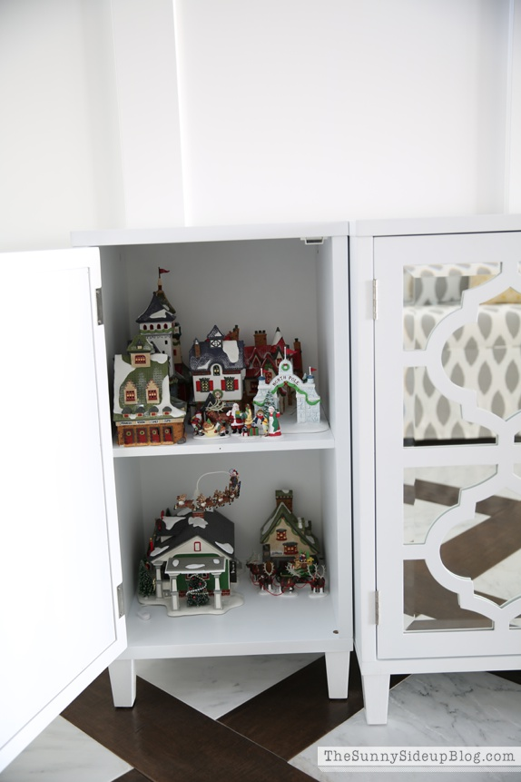 organized attic organized holiday decor_0031