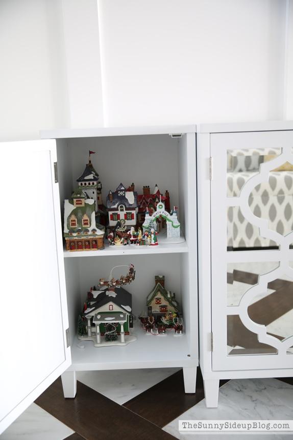 organized attic organized holiday decor_0031