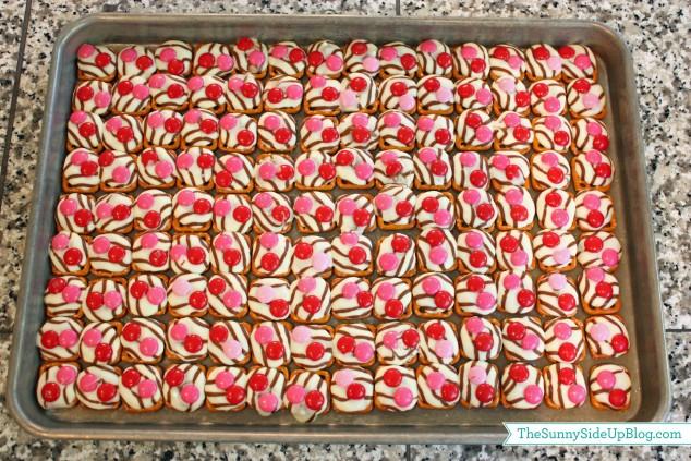 valentine-pretzel-hugs