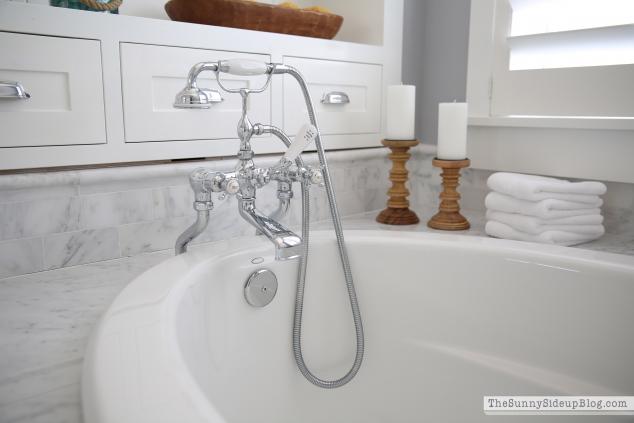carrara-marble-subway-tile-bathtub-surround