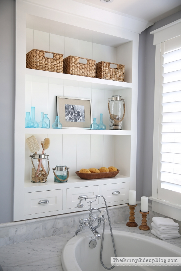 coastal-farmhouse-shelf-decor