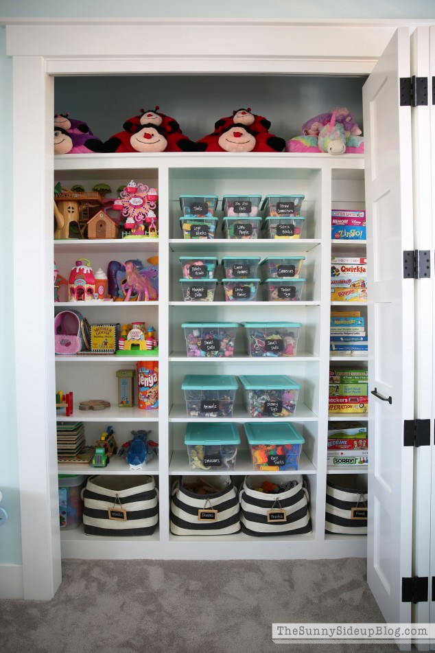 organized-playroom-toys