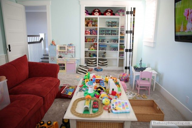 playroom-organization