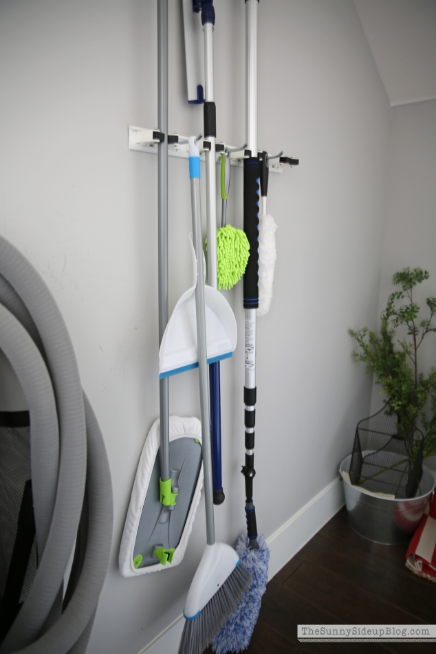 broom-organizer