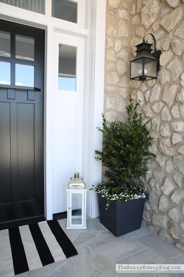 white-molding-entry-way