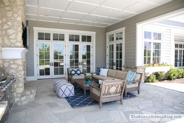 outdoor-fireplace-and-furniture