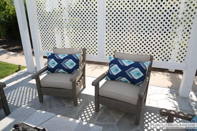 outdoor-pillows-pottery-barn