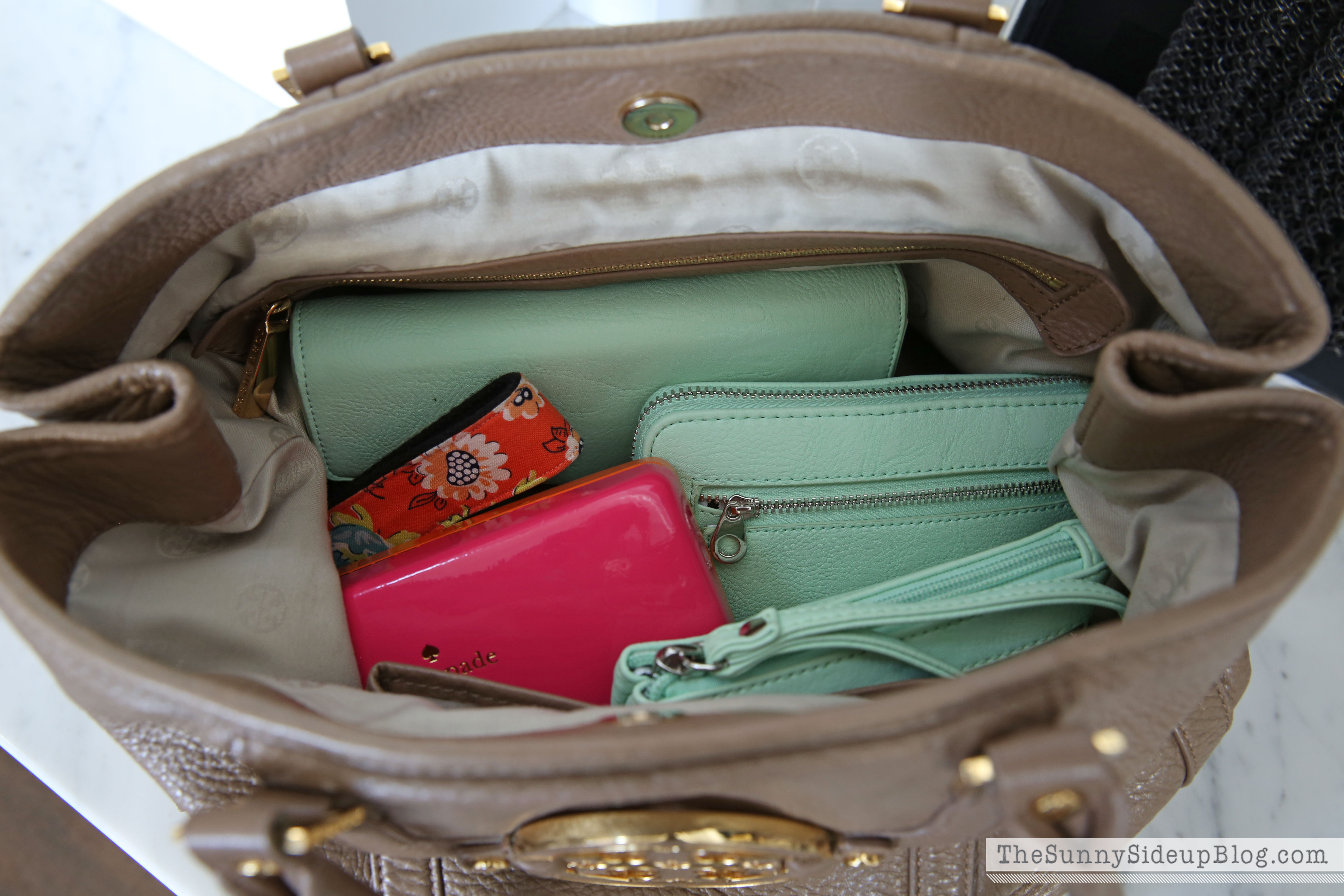 My organized purse and must have items inside!