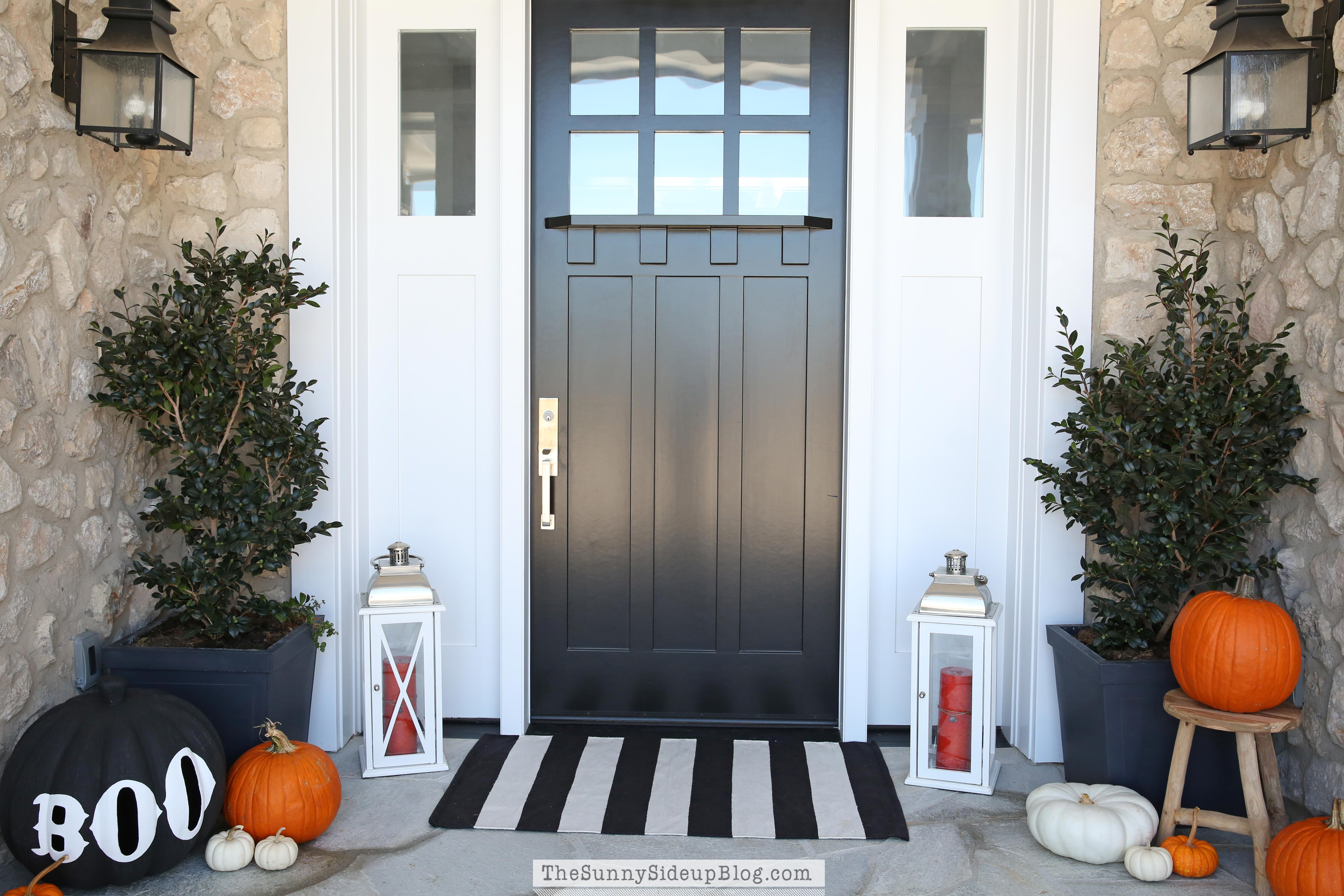 Fall porch decorating idea blue front 500 500 hearth and home pinterest - Black craftsman front door ...