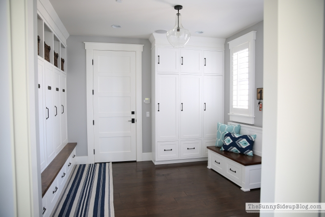 closed-mudroom-lockers
