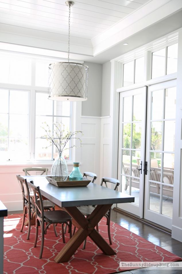 dining-nook-with-planked-ceiling