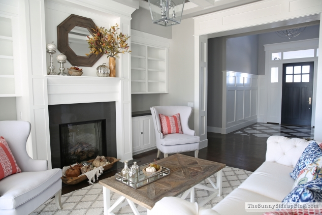 formal-living-room-white-molding