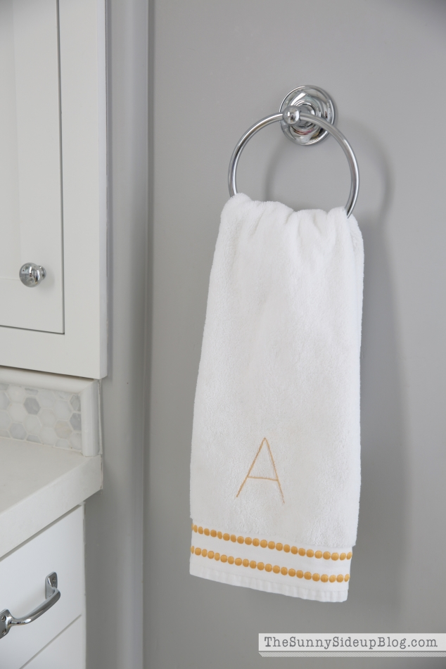 pottery-barn-bathroom-hand-towel
