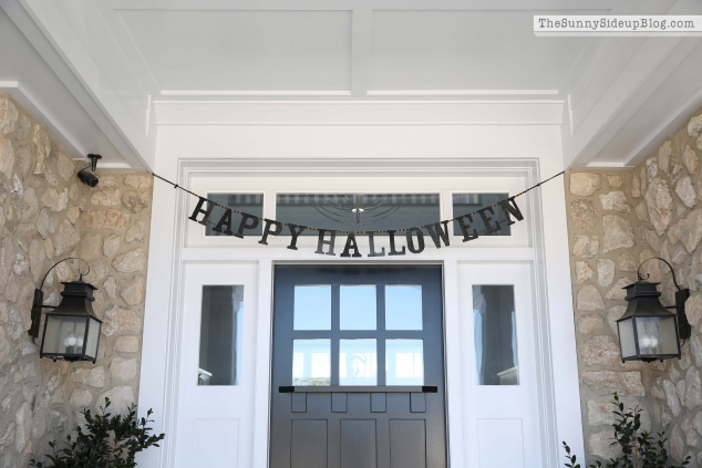 pottery-barn-kids-glitter-halloween-sign