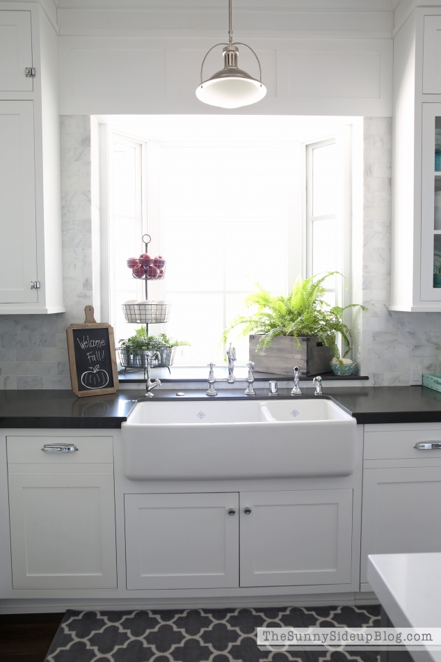 white-shaw-farmhouse-sink