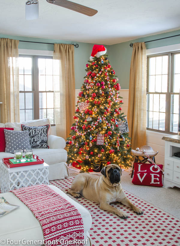 4GENS1ROOFChristmas decorating ideas - red + black living room-6