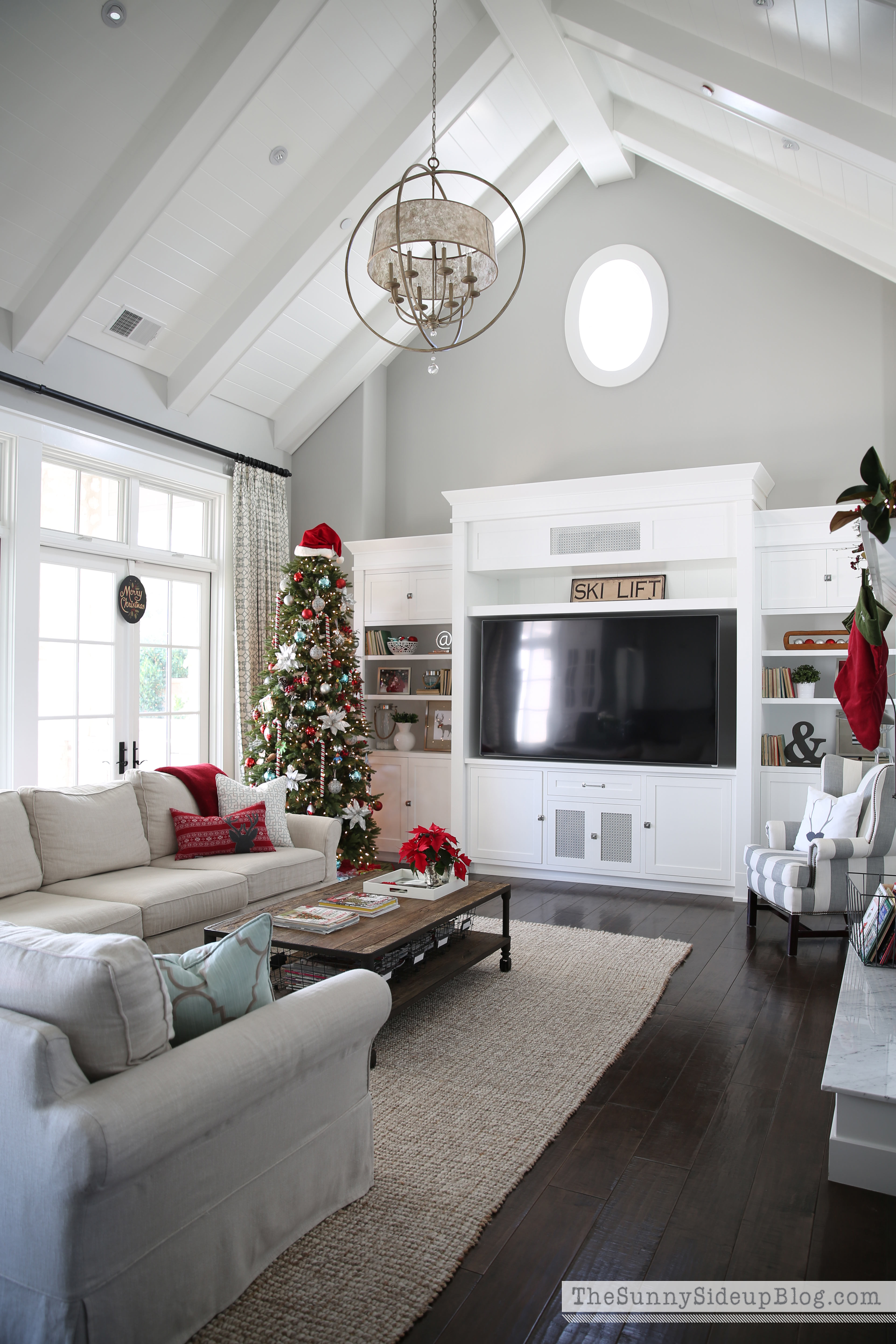 christmas-decor-in-the-family-room