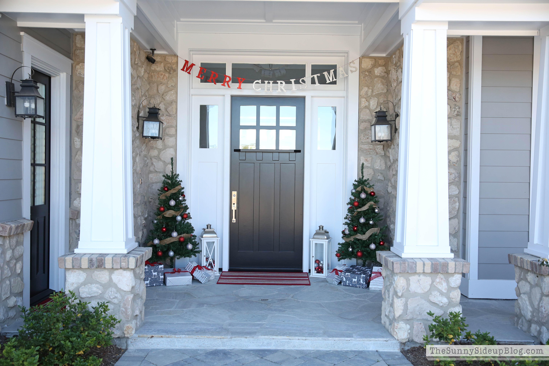 Magnolia lane christmas tour the sunny side up blog - Black craftsman front door ...