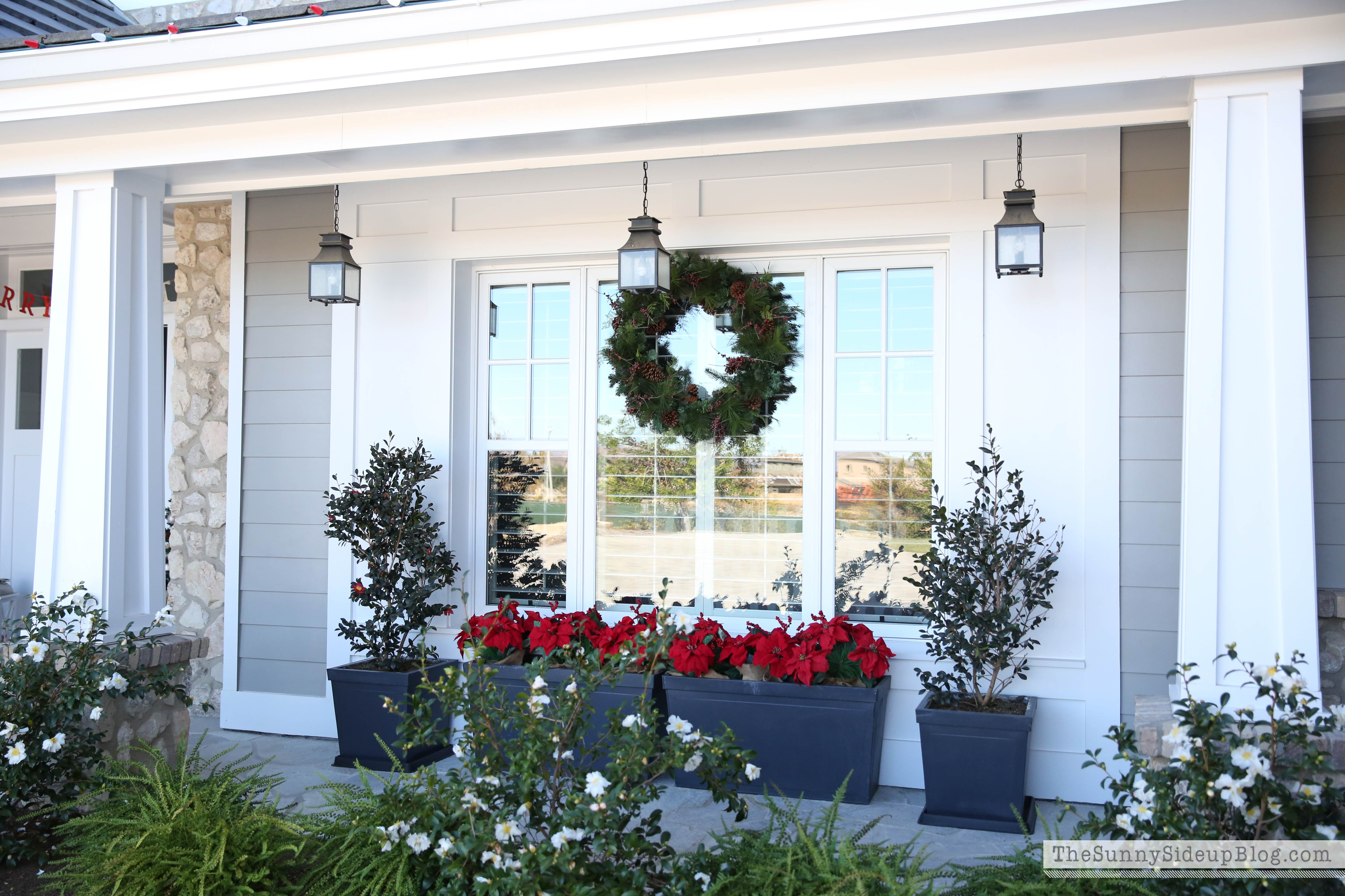 christmas-front-porch-planters