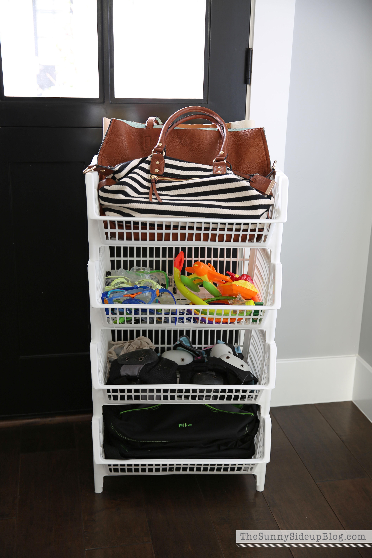 organized-luggage-closet-1
