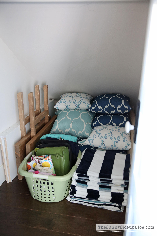 outdoor-pillow-storage