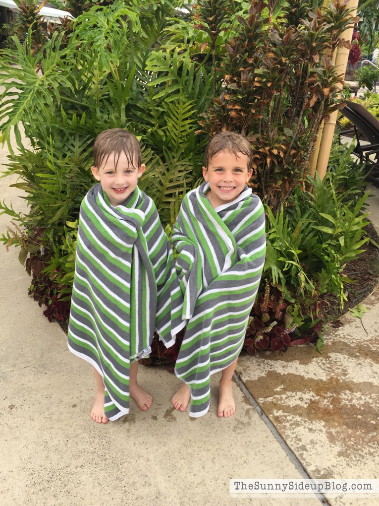 boys-in-towels