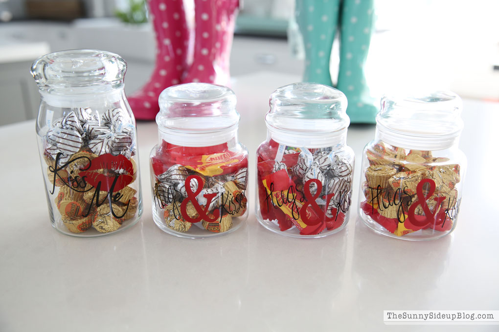 hugs-and-kisses-jars