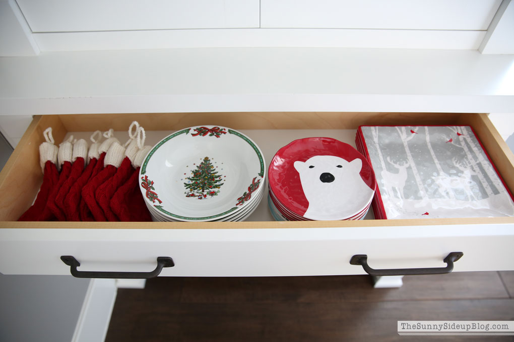 organized-dining-drawers