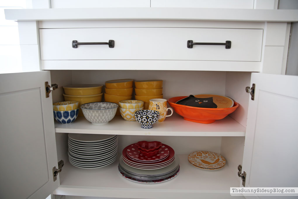 organized-dining-room-cupboards