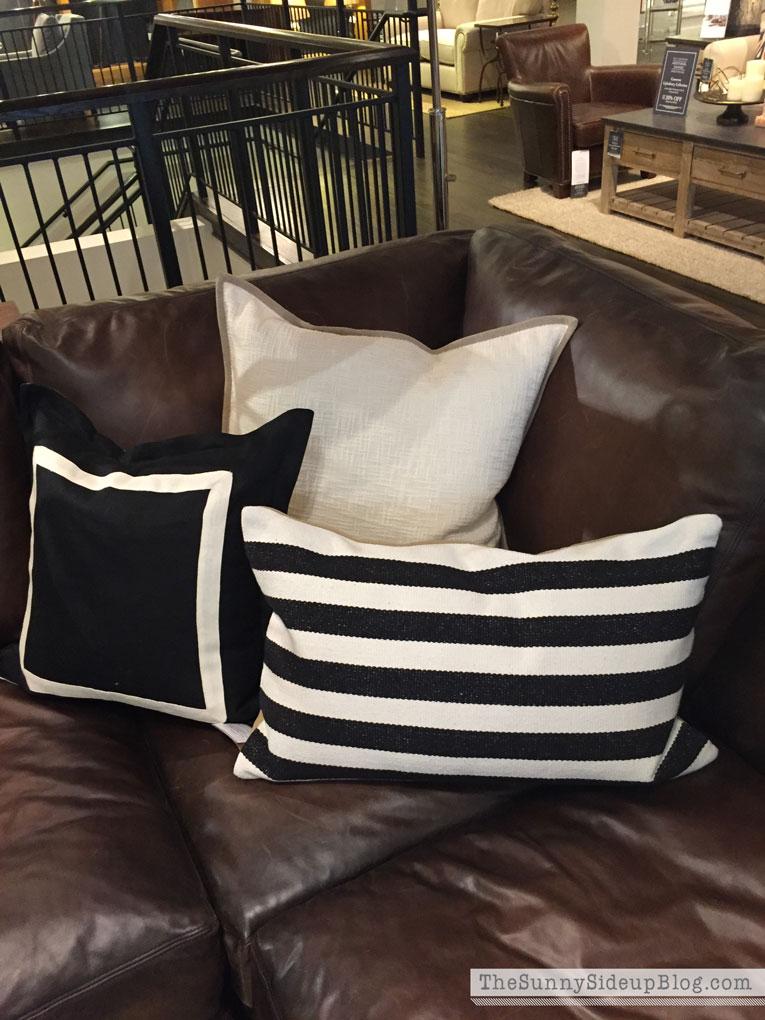 striped-pillow