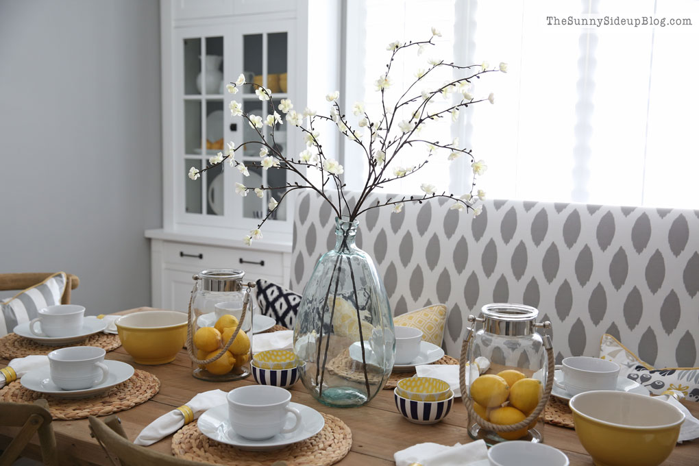 A Simple Spring Tablescape