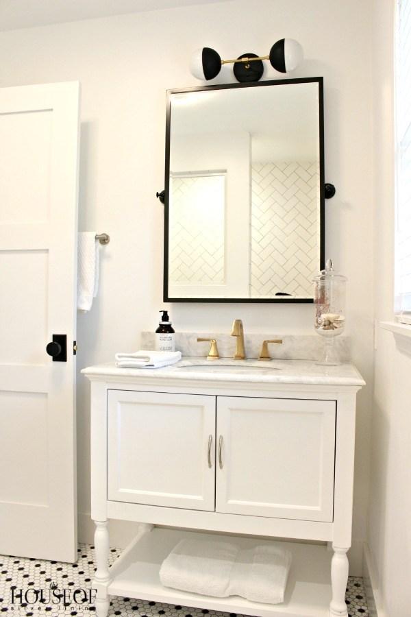 black-and-white-modern-bathroom-17