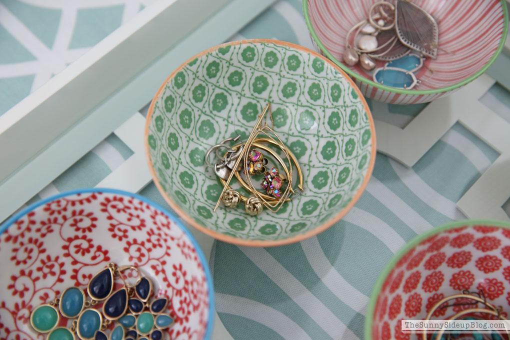 organized-earrings-in-bowls
