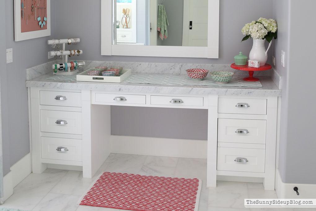 organized-jewelry-vanity