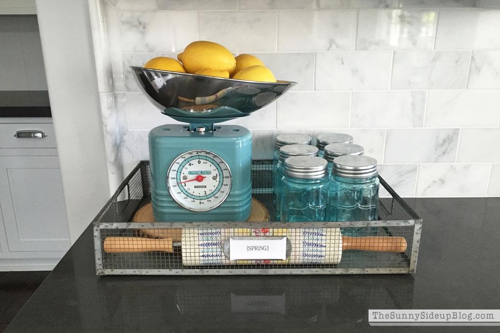 retro-kitchen-scale